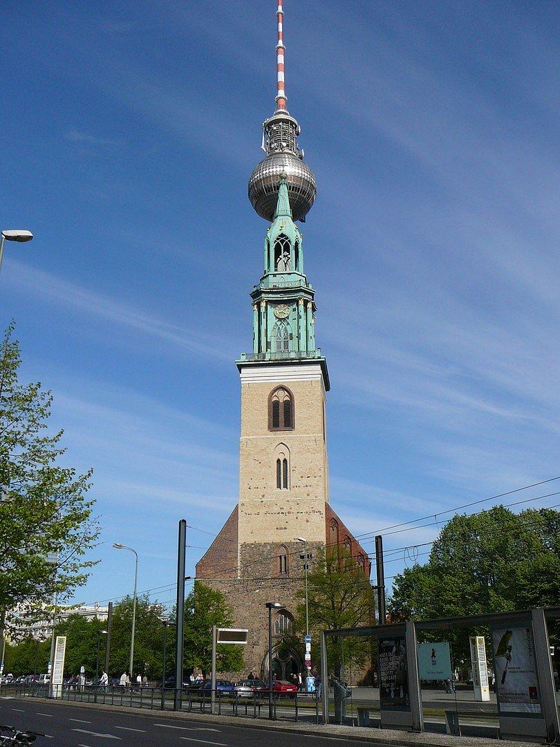Kirche an Fernsehturm