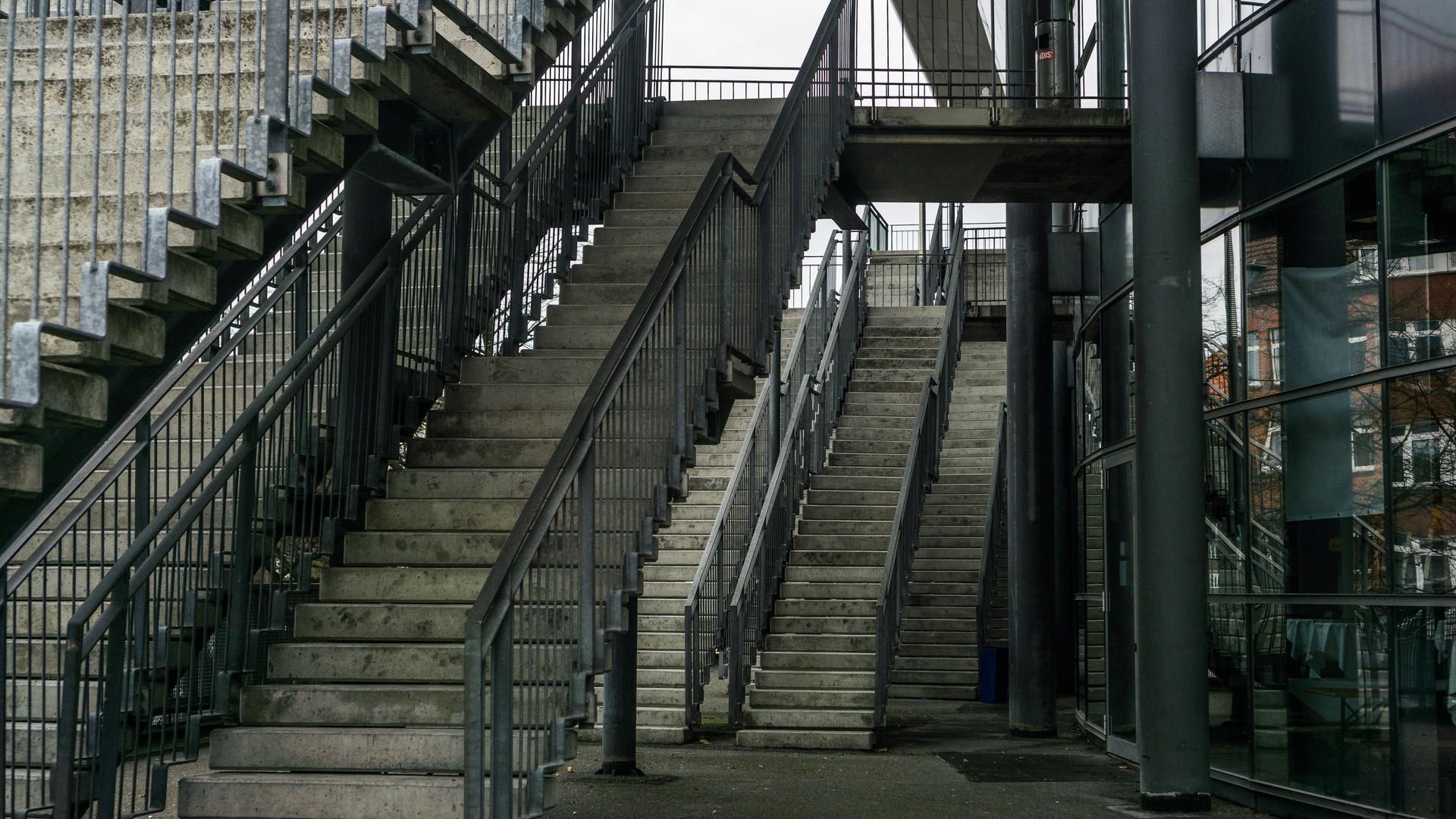 Treppen vor der Ostseehalle